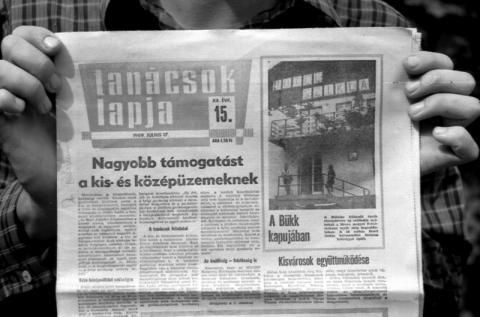 Tipikus újságcikk az új gazdasági mechanizmus idejéből: nagyobb támogatást a kis- és középüzemeknek