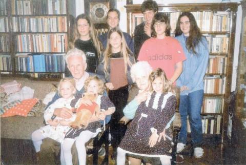 Nagy Bálint szülei az unokákkal