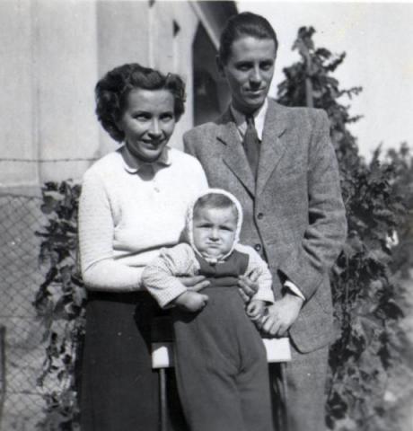 Tóth István feleségével és Márta lányukkal