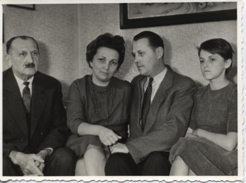 Tóth István családjával a börtönévek után