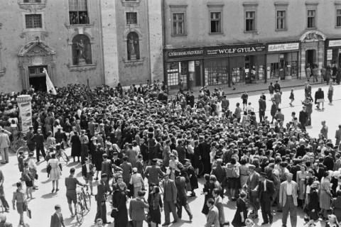 Győri bencés diákok ballagása
