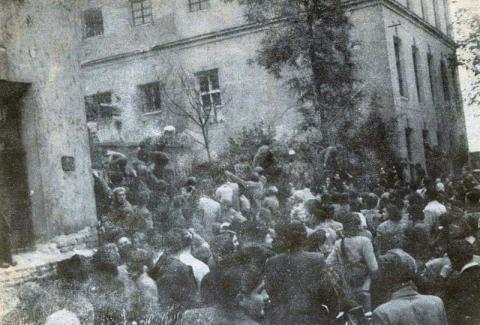 Tüntetés a győri börtön előtt