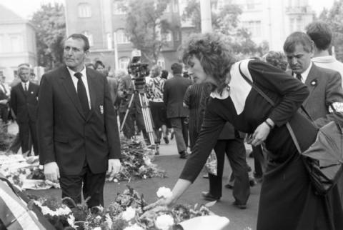 Nagy Imre és társai újratemetései szertartása 1989. június 16-án a Hősök terén