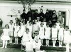 Elemi iskolai színielőadás résztvevői (Bálint György felső sorban balról a második)